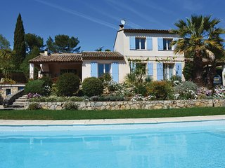 Nice home in Grasse w/ WiFi, Outdoor swimming pool and 3 Bedrooms (FCA642)