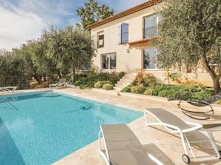 Awesome home in Cabris w/ WiFi and 4 Bedrooms