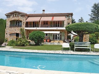 Awesome home in Mougins w/ WiFi and 4 Bedrooms