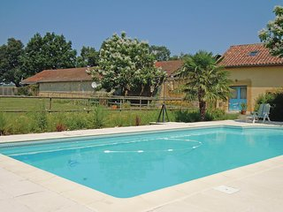 Amazing home in Crouseilles w/ WiFi and 2 Bedrooms