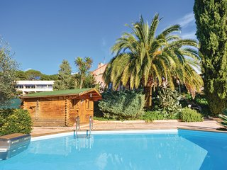 Nice home in Nice w/ WiFi, 4 Bedrooms and Outdoor swimming pool