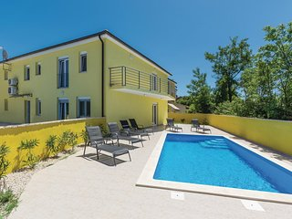 Nice home in Perci w/ WiFi and 4 Bedrooms
