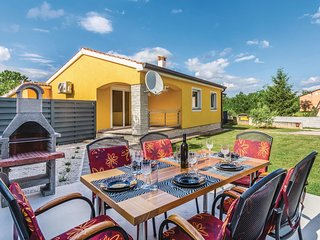 Nice home in Porec w/ WiFi and 3 Bedrooms