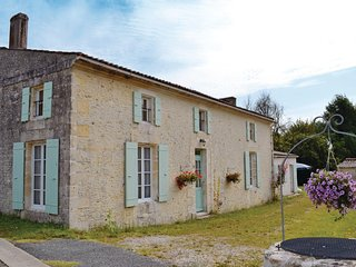 Beautiful home in St Andre de Lidon w/ WiFi and 3 Bedrooms