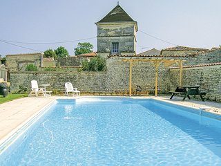 Awesome home in Neuvicq le Chateau w/ WiFi, Outdoor swimming pool and 4 Bedrooms