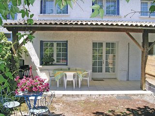 Beautiful home in Arces sur Gironde w/ 2 Bedrooms