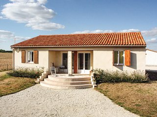 Awesome home in Le Gicq w/ 4 Bedrooms