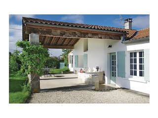 Nice home in St Fort sur Gironde w/ WiFi and 2 Bedrooms (FCH188)