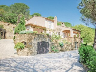 Amazing home in Grimaud w/ 3 Bedrooms (FCV072)