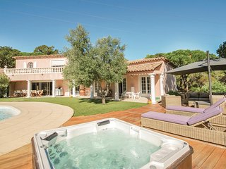 Awesome home in Sainte Maxime w/ WiFi and 5 Bedrooms
