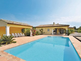 Beautiful home in Sainte Maxime w/ WiFi and 3 Bedrooms
