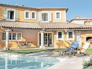 Beautiful home in Fayence w/ 3 Bedrooms
