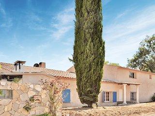 Beautiful home in Grimaud w/ 2 Bedrooms