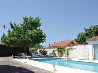 Nice home in Migron w/ Outdoor swimming pool and 5 Bedrooms