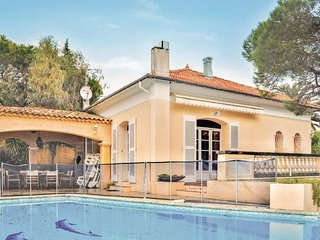 Awesome home in Sainte Maxime w/ 2 Bedrooms