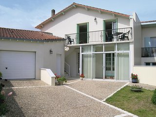 Nice home in Vaux sur Mer w/ WiFi and 1 Bedrooms