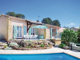 Nice home in Roquebrune/Argens w/ WiFi, Outdoor swimming pool and 3 Bedrooms