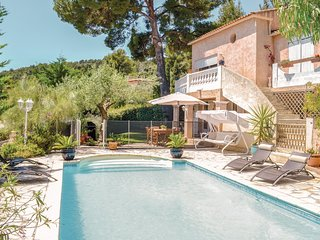 Nice home in La Valette du Var w/ WiFi and 2 Bedrooms