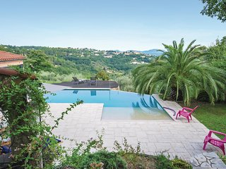 Beautiful home in Callian w/ WiFi, Outdoor swimming pool and 3 Bedrooms (FCV448)