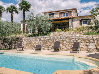 Awesome home in Fayence w/ WiFi and 5 Bedrooms