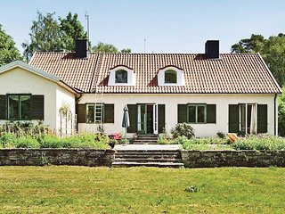 Nice home in Romakloster w/ WiFi and 5 Bedrooms