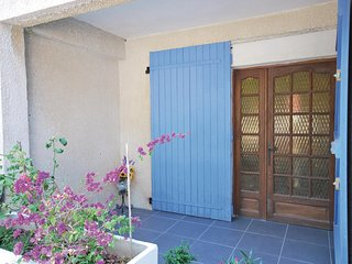 Amazing home in Six Fours les Plages w/ 2 Bedrooms (FCV494)