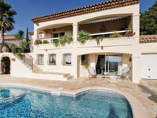 Beautiful home in Les Issambres w/ WiFi, 3 Bedrooms and Outdoor swimming pool