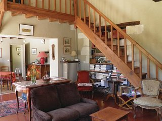 Amazing home in Bourgueil w/ WiFi and 4 Bedrooms