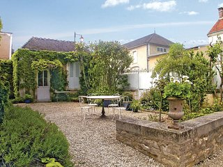 Amazing home in Chablis w/ WiFi and 3 Bedrooms