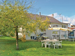 Beautiful home in Athis Mons w/ WiFi and 2 Bedrooms (FIE009)