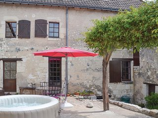 Awesome home in Preuilly sur Claise w/ Jacuzzi, WiFi and 4 Bedrooms