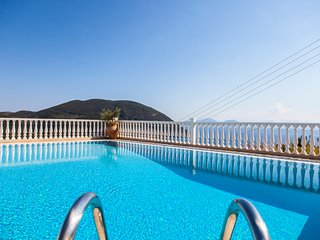 EARLY BIRD OFFERS: PRIVATE VILLA WITH POOL AND SEA VIEWS IN VASILIKI , LEFKADA