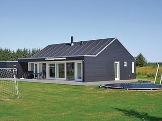 Stunning home in Brovst w/ Sauna, WiFi and 3 Bedrooms