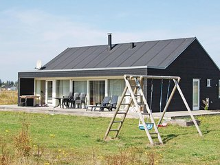Amazing home in Brovst w/ Sauna, WiFi and 3 Bedrooms