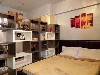 Comfortable Studio + High Wifi at BGC - Venice Mall