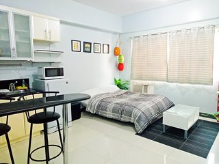 New Studio with High-speed Wifi at BGC Grand Canal Mall