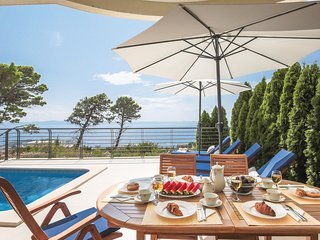 Awesome home in Makarska w/ WiFi and 4 Bedrooms