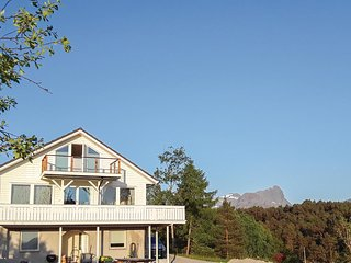 Amazing home in Eikefjord w/ WiFi and 5 Bedrooms