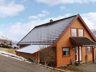 Nice home in Holmedal w/ WiFi and 3 Bedrooms (N24155)
