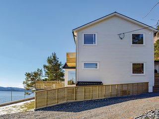 Stunning home in Florø w/ WiFi and 9 Bedrooms (N24110)