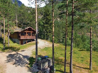 Nice home in Hjelledalen w/ Sauna, WiFi and 2 Bedrooms (N26046)