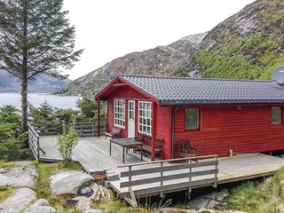 Nice home in Måløy w/ 3 Bedrooms