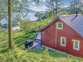 Beautiful home in Naustdal w/ 3 Bedrooms and WiFi