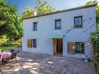 Amazing home in Drivenik w/ WiFi and 2 Bedrooms