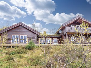 Awesome home in Sykkylven w/ Sauna and 4 Bedrooms
