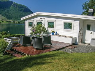 Stunning home in Malmefjorden w/ 2 Bedrooms