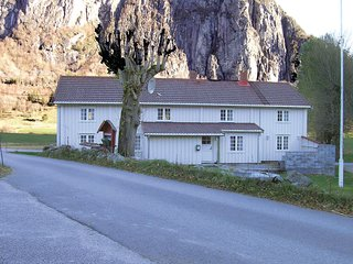 Stunning home in Eresfjord w/ 5 Bedrooms