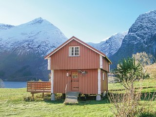 Nice home in Eresfjord w/ 2 Bedrooms