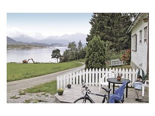 Beautiful home in Foldfjorden w/ 1 Bedrooms