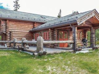 Nice home in Åkrestrømmen w/ Sauna and 4 Bedrooms